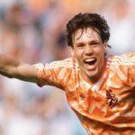 Holanda gana la Eurocopa de 1988 y Van Basten marca uno de los mejores goles de la historia