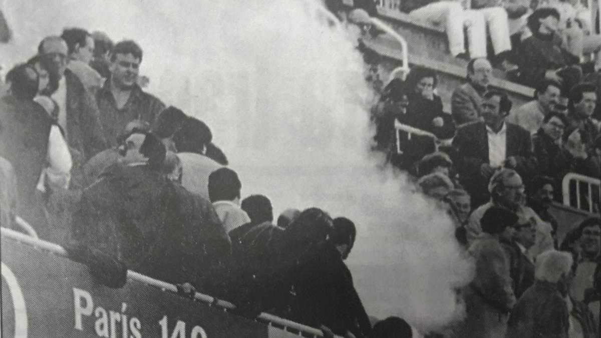 Una bengala mata a joven hincha del Espanyol en Sarriá