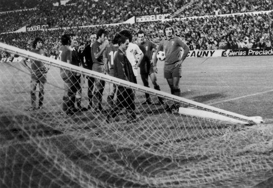 El accidentado partido de Pelé en La Romareda