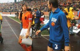 Las dos rayas de la camiseta de Johan Cruyff en el Mundial de 1974