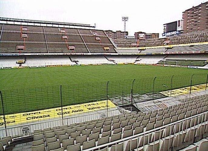 ¿Por qué el estadio de Mestalla tenía butacas de color verde detrás de las porterías?