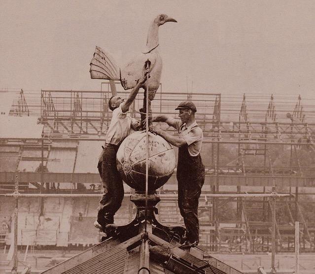 Por Que El Escudo Del Tottenham Es Un Gallo Sobre Un Balon