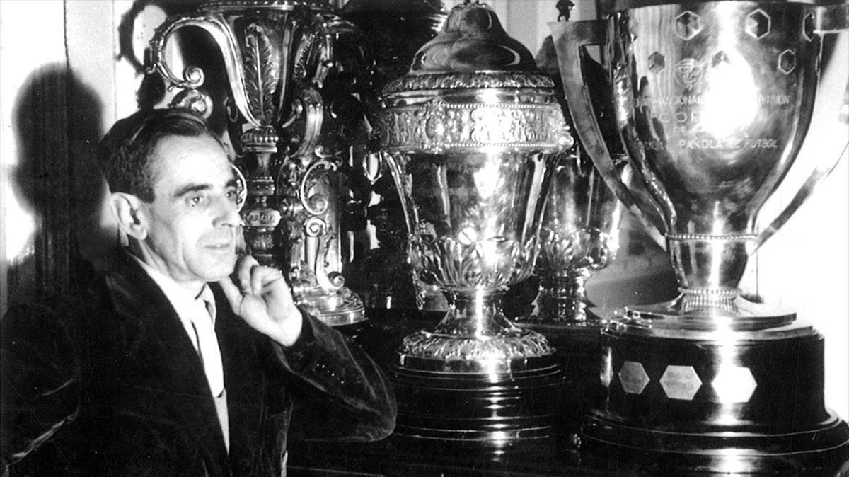 El trofeo más especial de la historia del FC Barcelona que estuvo 'olvidado' en un almacén
