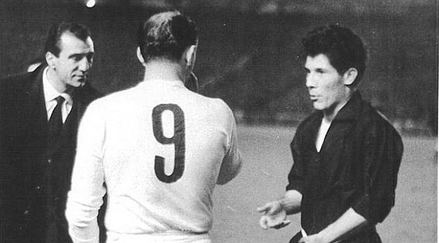 Cuando Alfredo Di Stéfano obligó a la Juve a jugar con la camiseta del Real Madrid