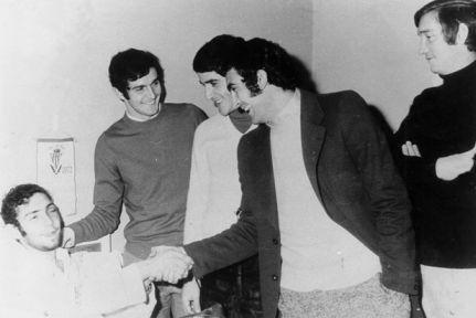 El famoso codazo a Quini NO fue propinado por George Best