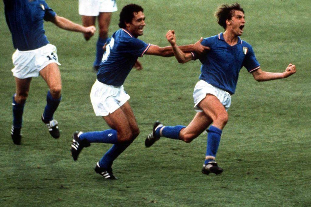 ¿Por qué la camiseta de Italia es de color azul?