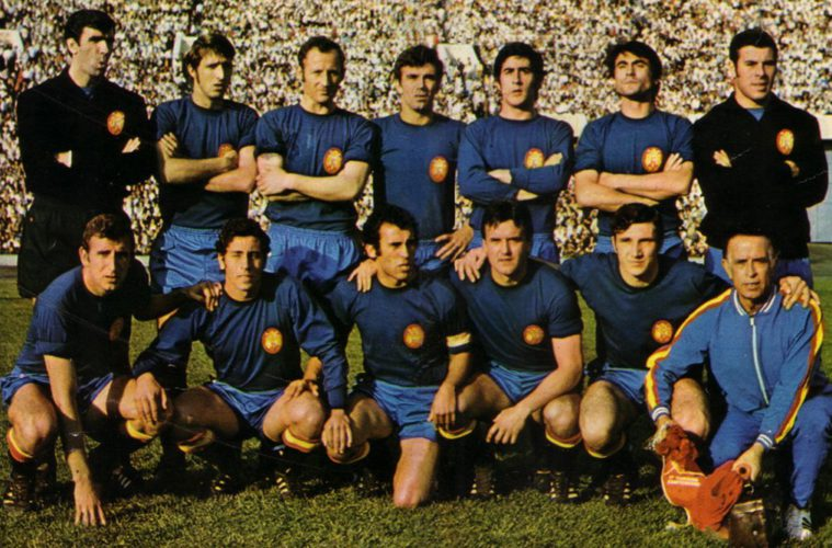 Cuando se intentó que la camiseta de España dejara de ser 'La Roja'