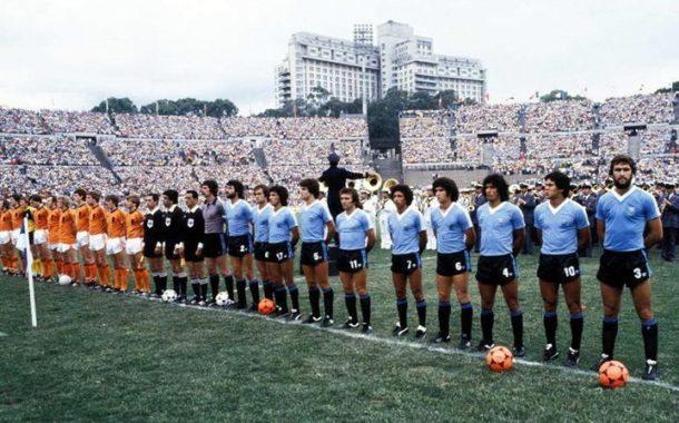¿Por qué los futbolistas uruguayos son tan competitivos? ¿Por qué la selección viste camiseta celeste?