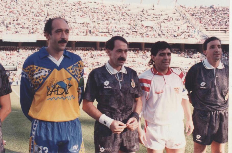 El enfrentamiento entre Carmelo y Maradona en un Cádiz-Sevilla