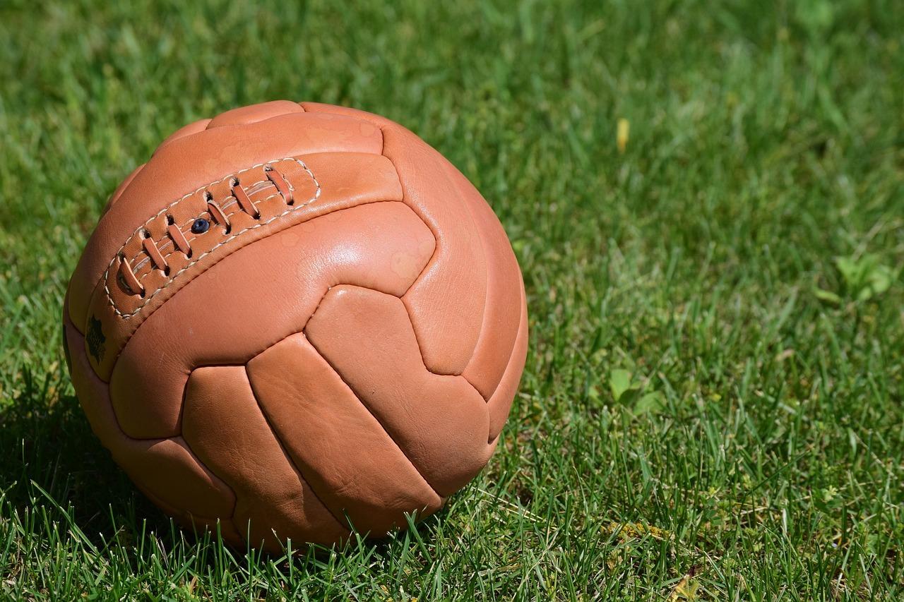 ¿Desde cuándo han estado vinculados los juegos de azar al fútbol?